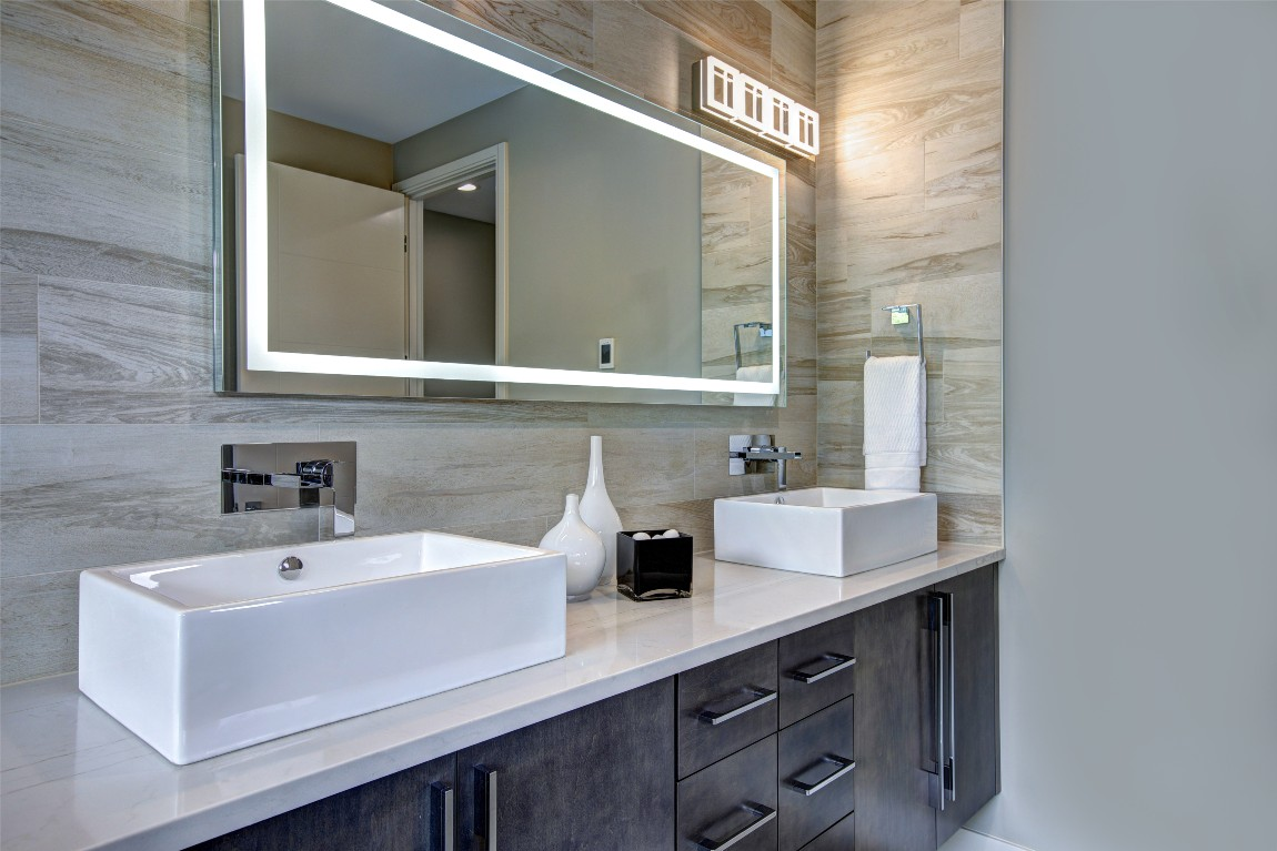 Feature wall in bathrooms